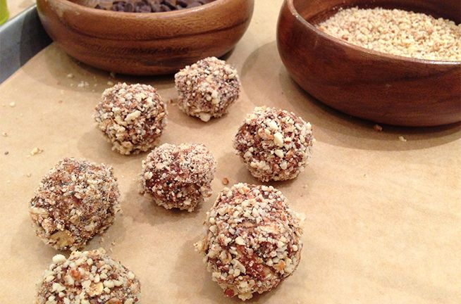 Almond-Oat Bites:  oats, ground flax, organic almononds, chia seeds, cinnamon, organic almond butter, honey, vanilla extract, dark chocolate chips, almonds