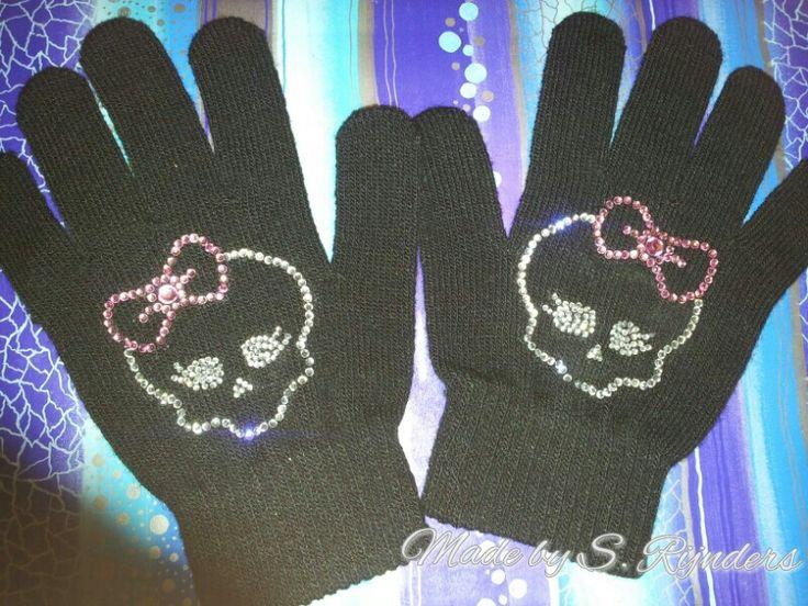 Monster high handschoenen gemaakt door S. Rijnders
