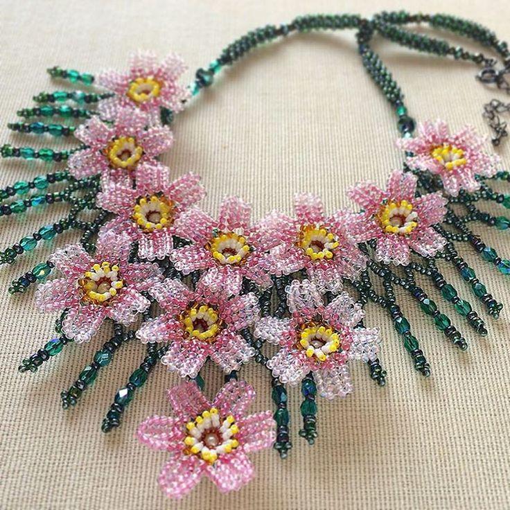 新作です^_^コスモス畑のボリュームビーズネックレス✨✨ #カザリ咲色 #ビーズ #ビーズステッチ #ビーズアクセサリー #ビジュー #ハンドメイド #手作り #手芸 #ボリューム #ハンドメイドアクセサリー #コスチュームジュエリー #コスモス #bead #beads #beading #beadedflower #beadwork #bijoux #beaded #cosmos #beadedjewelry #handmade #handcrafted #accessories #handmadejewelry #necklace #instajewelry @kazari_sakuiro