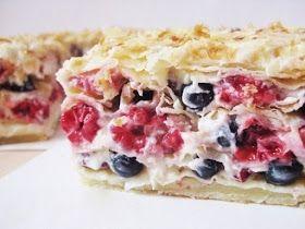 Самые вкусные рецепты: Слоеный торт с малиной и ягодами