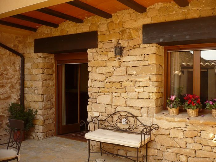 ¿Quieres descubrir una casa de piedra en pleno corazón del bajo Aragón de Teruel? Encuéntranos en http://www.elcorraldevalero.com/