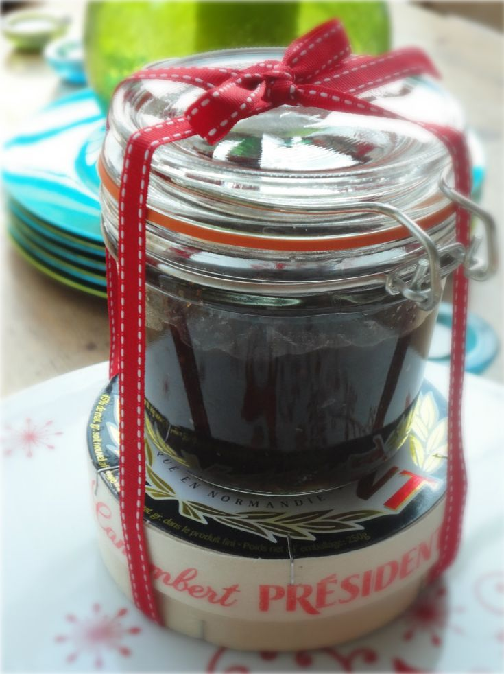 caramelised onion chutney - and a camembert. BEING PREGNANT SUCKS!! All I want to eat is delicious, baked camembert with fresh bread and homemade chutney