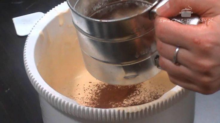Babka piaskowa, to tradycyjna babka wielkanocna o wyrazistym smaku. Idealna jako dekoracja wielkanocnego stołu.