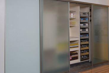 Versteckte Speisekammer - Unauffällig integriert - Schiebetüren