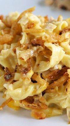 French Onion Chicken Noodle Casserole Recipe - egg noodles, french onion dip, cream of chicken soup, cheese, chicken topped with French fried onions - LOVE this casserole! Can make ahead and freeze for later.