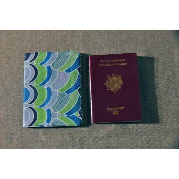Housse de protection cahier - agenda - passeport, réalisée sur mesure dans le tissu de votre choix.  Contactez moi : vanille.nedelec@gmail.com ou sur www.waxandco.fr