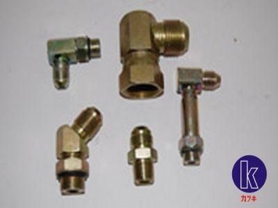 Conexões para sistema hidráulico. Peça um orçamento para nossos vendedores pelo site www.kabukiempilhadeiras.com.br ou pelo telefone (11) 3931-5466.