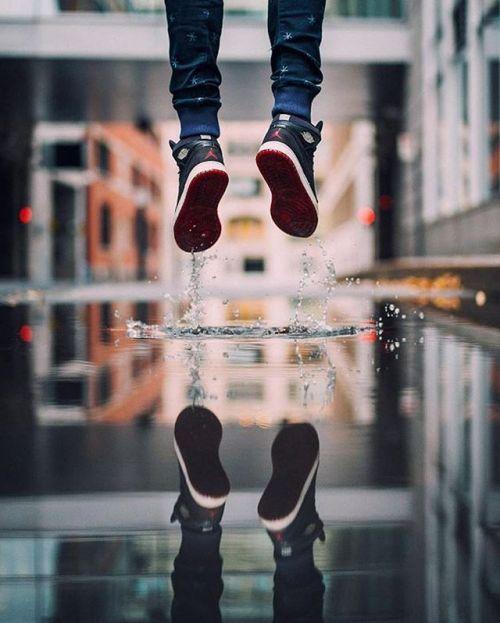 Скорость гравитации. Фото - Денис Брукс @denbrooks съемка камерой Leica M. Друзья надеемся что погода нынешнего лета позволит экспериментировать не только с фотосъемкой во время ненастья и дождя но при ярком солнечном свете!  Speed of Gravity. photo by Den Brooks @denbrooks shot with the #LeicaM #Leica #TheCamera #LeicaMSystem #LeicaM240 #LeicaCamera #streetphotography #russianphotographer #LeicaRussia #color #Leicagrapher #Leicaimages #Photography #Photographer #InspirationSehen…
