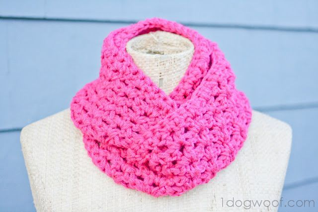 Looking for a quick easy winter project? Here is a a free crochet pattern for a small-sized double strand infinity scarf.