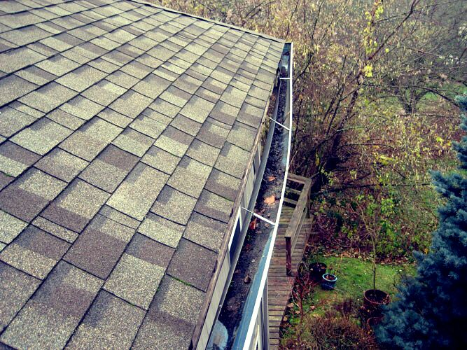 Does your gutter need to be reinforced? Has you gutter pulled of the fascia? Do you have the old spike and ferrule hanging system? If so, for a quick fix have your gutters reinforced with quick screw hangers! #gutterrepair #gutter