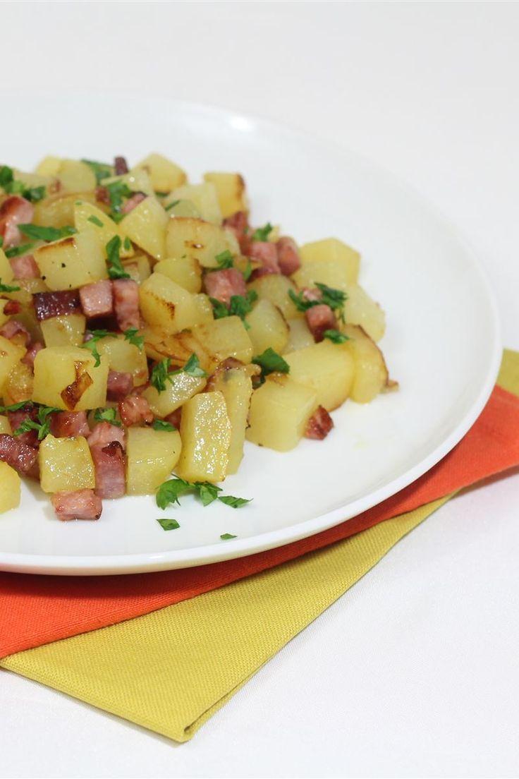 Le patate al prosciutto è un contorno semplice da realizzare e davvero gustoso. Potete preparare in anticipo gli ingredienti che vi serviranno, basta tagliare patate e prosciutto a cubetti e prepararlo in un attimo!