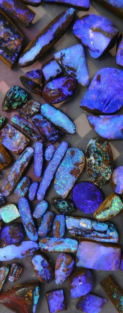 Belas Opalas Boulder púrpura e azuis e madeira opalizada, cortadas por Bill Kasso.