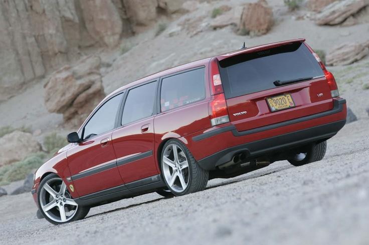 i love wagon. gorgeous volvo.