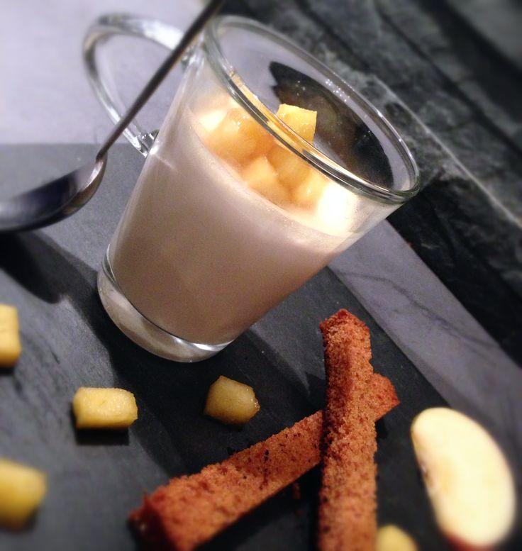 Panacotta de foie gras . Pommes caramélisé et mouillettes de pain d'epices.