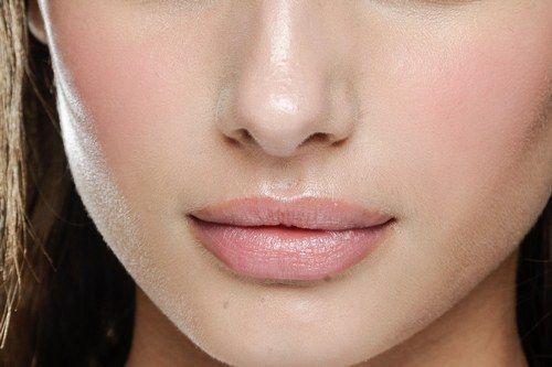 Come truccare le labbra carnose - Trucco labbra carnose