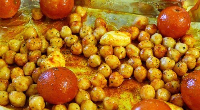 Przepisy kulinarne - by jeść zdrowo.: Sałatki z ciecierzycy soczewicy i dodatków