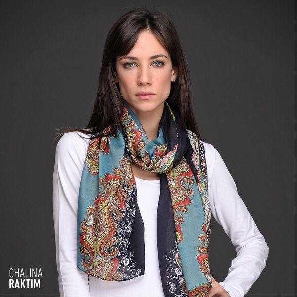 La Chalina Raktim es #tendencia. Su estampado de diseño búlgaro y su formato rectangular acompañan a la perfección tus looks de #invierno.