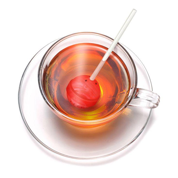 Fred Sweet Tea lolly tea infuser  Description: Ben je een echte theeleut die dol is op zoete thee? Dan is de Sweet Tea Lolly tea infuseren van Fred echt wat voor jou. Deze unieke tea infuser heeft de vorm van een lolly. Je kunt hem eenvoudig vullen met losse thee en in je glas met heet water zetten. Leuk om cadeau te geven aan je beste vriendin. Je koopt de Sweet Tea Lolly tea infuser online bij Ditverzinjeniet.nl.  Price: 9.95  Meer informatie