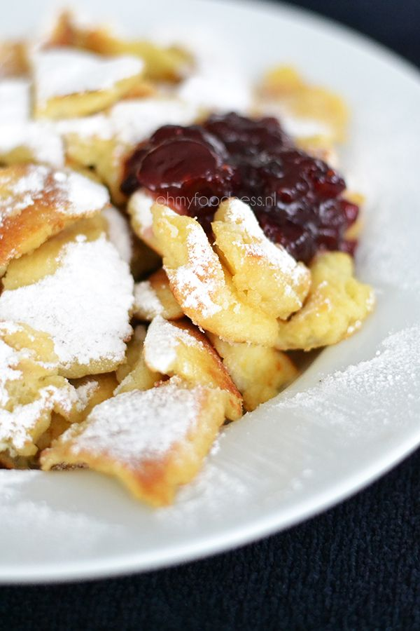 Autumn is here and Winter is coming so it's time for a good old comfort food recipe: Kaiserschmarrn (scrambled pancakes).