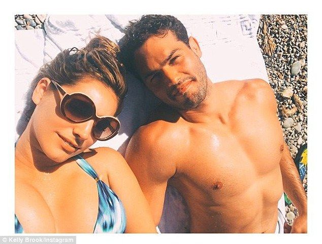 Kelly Brook posts selfie with shirtless Jeremy Parisi in St. Tropez Kelly Brook  #KellyBrook