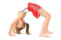 Con frecuencia, se piensa que los dolores óseos como el de rodilla solo se presentan en adultos o adultos mayores. Sin embargo, el dolor de rodilla en niños también suele ser frecuente debido a que los pequeños están en actividad deportiva constante.