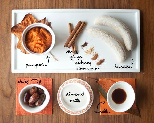 smoothies citrouille, lait d'amande, banane; dates, épices