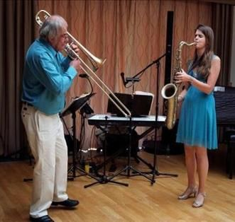 #Gloucestershire duo Ain't Misbehavin perform swing covers that make perfect background #wedding music.