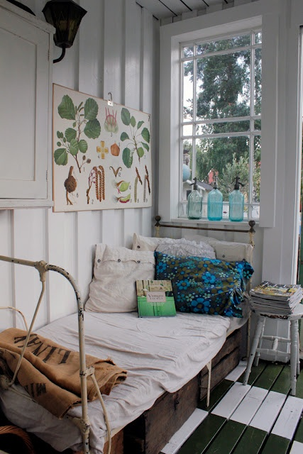 summer sleeping porch....cottagey: Spaces, Summer Porches, Botanical Prints, Sleep Porches, Vintage Houses, Bedrooms, Guest Rooms, Paintings Floors, Summer Houses