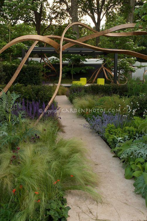 modern garden sculpture | Sculpture Garden Chelsea Flower Show | Plant & Flower Stock ...