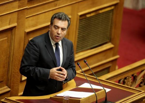 Μάνος Κόνσολας: «Η κυβέρνηση διαλύει την Παιδεία»