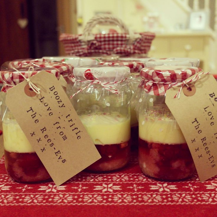 Handmade edible christmas gifts or favours in mason jars - boozy sherry trifle!