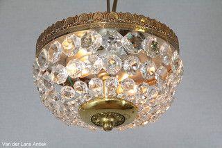 Plafonniere met kristallen 26200 bij Van der Lans Antiek. Meer kristallen lampen op www.lansantiek.com