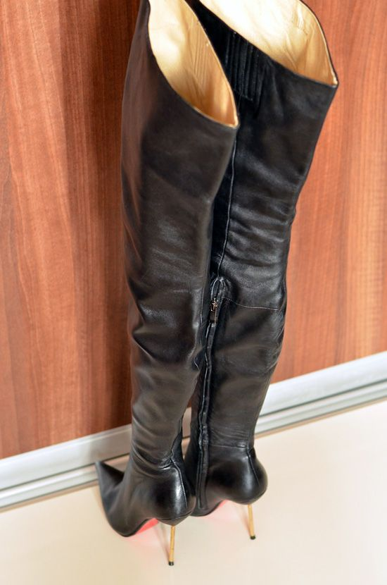 High heels shoes and boots for sale, used and new.