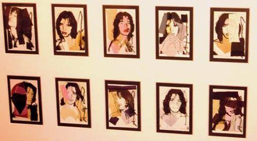 """An artist is somebody who produces things that people don't need to have."""" [Andy Warhol]  Andy Warhol è un artista che non ha bisogno di presentazioni. Icona della pop art, genio dalla personalità impenetrabile ed eccentrica, Warhol ha segnato irrevocabilmente un'intera epoca.  """"Mick Jagger 1975"""" la serie completa dei 10 inviti numerati sul retro in edizione limitata."""