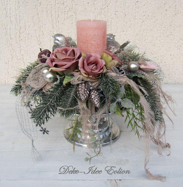 Haltbarer Adventskranz - EDEL-Teil!  Besonders edles Teil in silber und zartem Rosé. Der Kranz sitzt auf einem silbernen Teller mit gedrehtem Fuß.   Der elegante Kranz ist mit vielen verschiedenen...