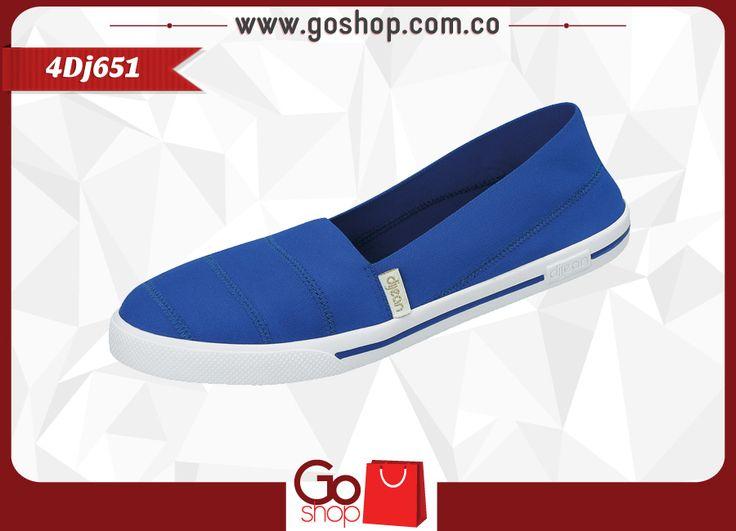 Zapato causal color safiro (azul) de material textil y sintético, capellada a un solo tono con costuras y resorte al calzar; caminar, ideal para las mujeres elegantes y descomplicadas