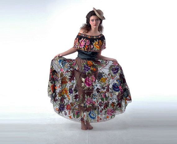 Vintage mexican blouse and skirt embroidered