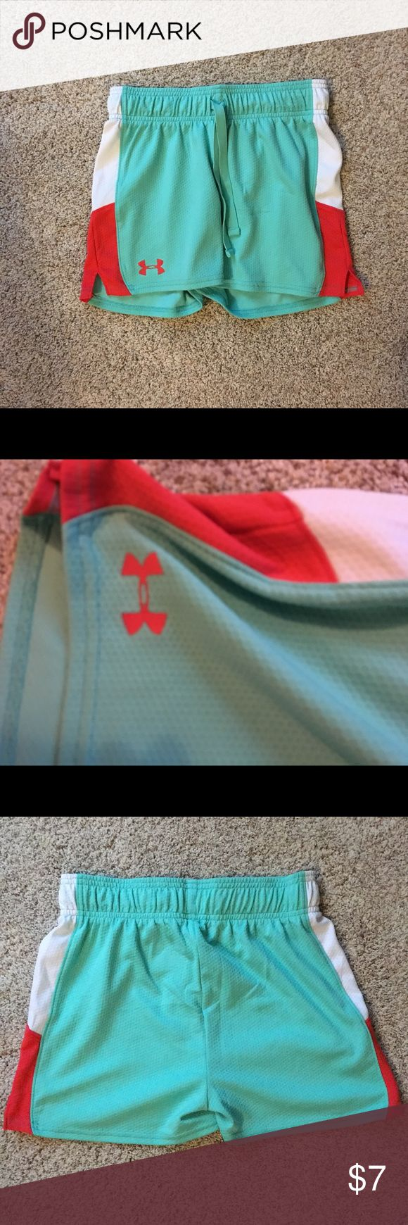 Green Under Armour Shorts Green Under Armour shorts with drawstring waist and orange and white contrast detail on the side. Matches with Green Under Armour Tank Top, also listed! Under Armour Bottoms Shorts