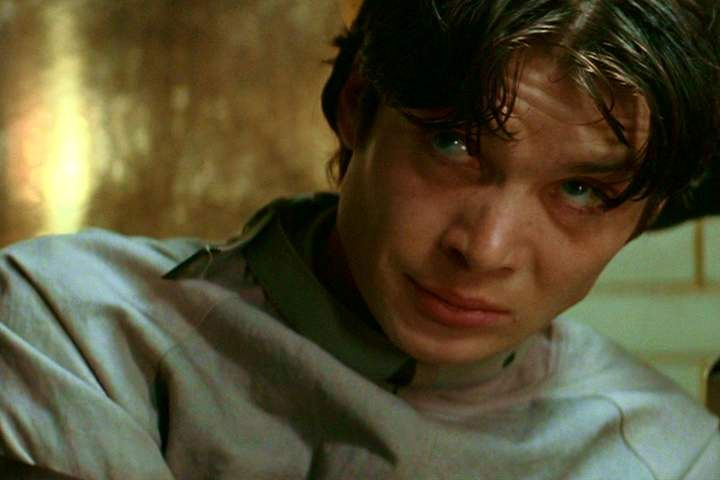 Young Cillian as Dr Jonathan Crane, rocking a straightjacket. Oddly sexy...