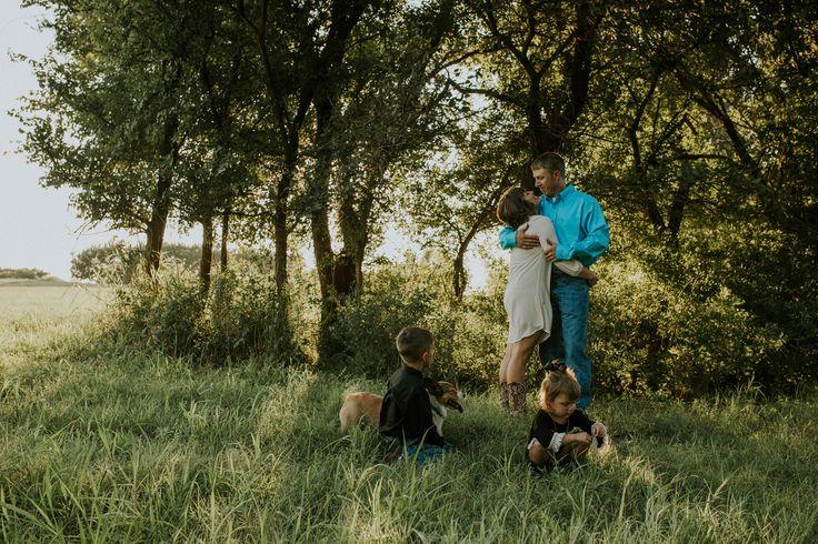 Family photography. Family photos. josieengland.com Josie England Photography. Country family photos.