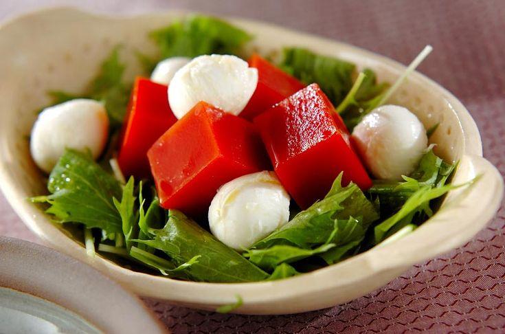 トマトの甘みが寒天に凝縮! 見た目も鮮やかですね。トマトの寒天サラダ[洋食/サラダ]2008.09.08公開のレシピです。