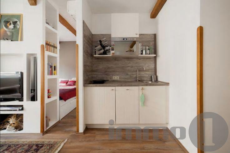 Eladó 40 nm2 felújított 1+1 szobás pazar, zöld belső kertes tégla lakás a vár alatt.