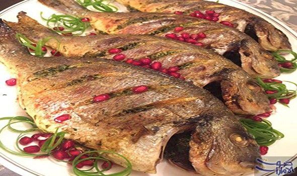 طريقة عمل سمك دنيس مشوي بدبس الرمان المقادير السمك 2 كيلو سمك دنيس دبس الرمان ملعقتان كبيرتان لتتبيل السمك عصير الليمون Food Pork Turkey