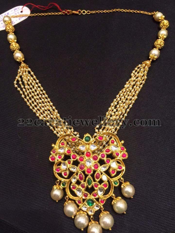 Jewellery Designs: Pearls Set with Kundan Locket 65gms