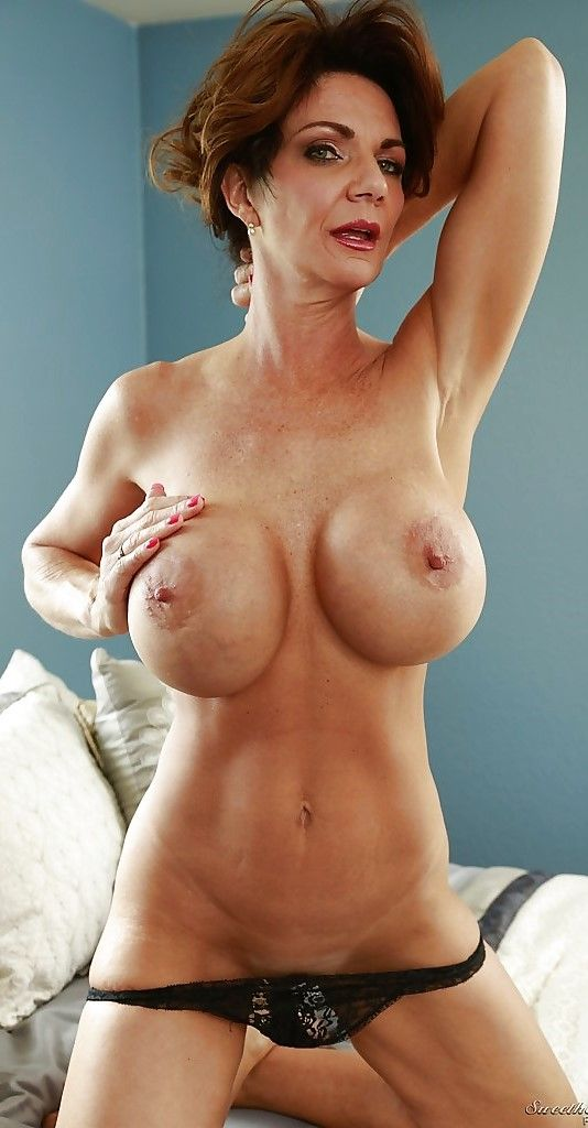 naked women yummy boobs