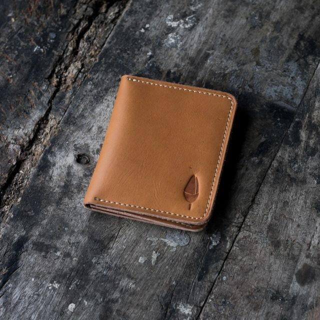 - Pull Up Cow Leather - Machine Stitch - 6 Card Slots