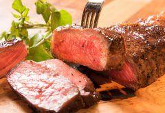 塊肉ステーキで話題の神田の肉バル RUMP CAPが東京JR田町駅前にオープンしたんだって 牛肉の希少部位ランプキャップなどを塊のまま豪快に炭火焼きにするビーフステーキが看板メニュー 会社帰りなんかに立ち寄れるようなお店だね tags[東京都]
