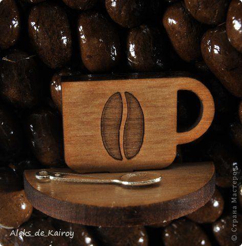 """И снова я,и снова здрасте))))))) В стране беспорядки,а я за старое. Вопреки всем волнениям в Украине встречаем новую модель часов - """"Latte Macchiato"""". Классика как всегда))) Много кофе,красивая салфетка,круглая форма D33 см. Цифры - вот тут я их опишу подробнее: это цельный бук(не фанера,а срезы),чашки с блюдцами модульные,состоящие из двух частей.В середине вырезано лазером кофейное зерно.На блюдце лежит ложечка. Изготовили эти чашки специально и эксклюзивно для меня по моим же…"""