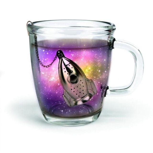 Metalowy zaparzacz do herbaty w kształcie rakiety z podstawką. Zaparzy ci kosmiczną herbatę :)