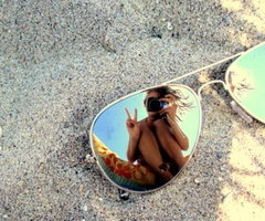 This picture makes me wanna go to the beach(: